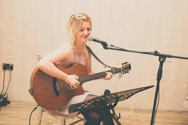 Ellen - Singer-Guitarist